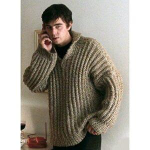 Свергей Бодров в свитере с телефоном